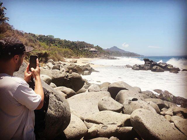 Take a moment to appreciate your surroundings @antonivilloni  #hiddenbeach #sayulita #relax #takeamoment #norush #tours #chill #beach #dowathyoulove