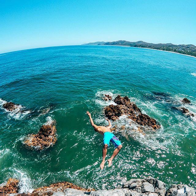 A dosis of adrenaline and paradise are a great combination ✨😉 #jump #ocean #live #fun #explore #sayulita #great #adventure #letsgo #hike #beach #jungle #norush #tour #joinus #play #enjoy #breathe #dowathyoulove #adrenaline #sea #beauty #mountain #rock #clim #laugh #goodtimes #vacation  Thanks @antonivilloni & @oliviercuvet 💪