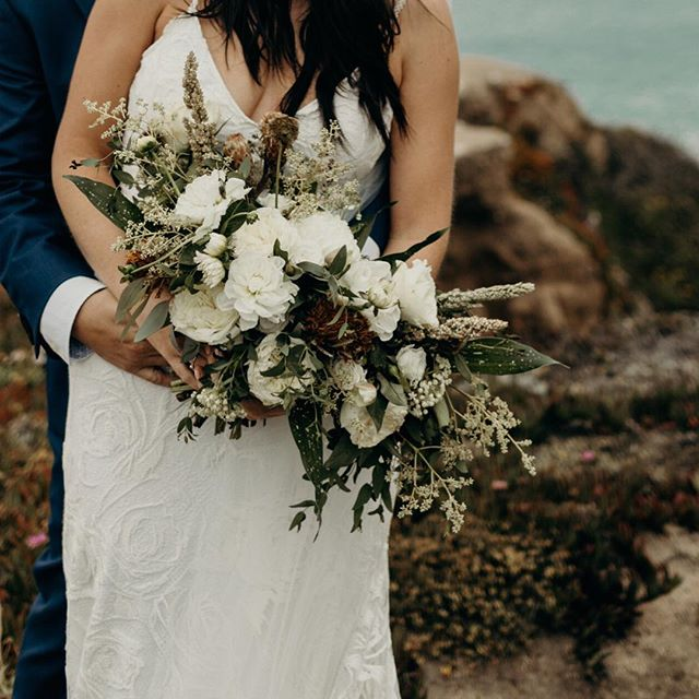 Spring has sprung, but I'm ready for summer already ☀️ . . . Can't help but obsessed over this textural bouquet I made for @maddie_son + @juwanna_mike summer elopement in Big Sur 🤤 I just love love love everything about the details they planned for such a special and intimate day! . . 📸: @charissaimiko