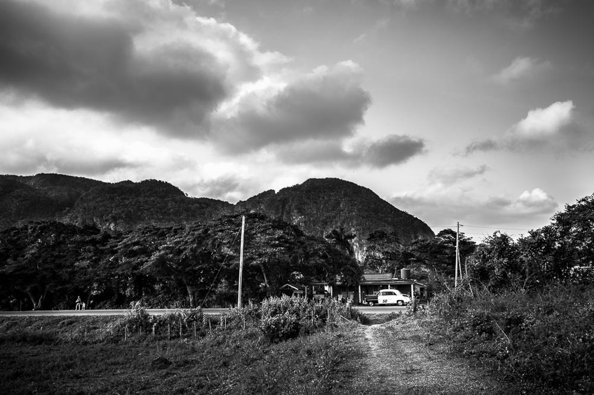 Viñales Cuba 2014 (Walking along the road)