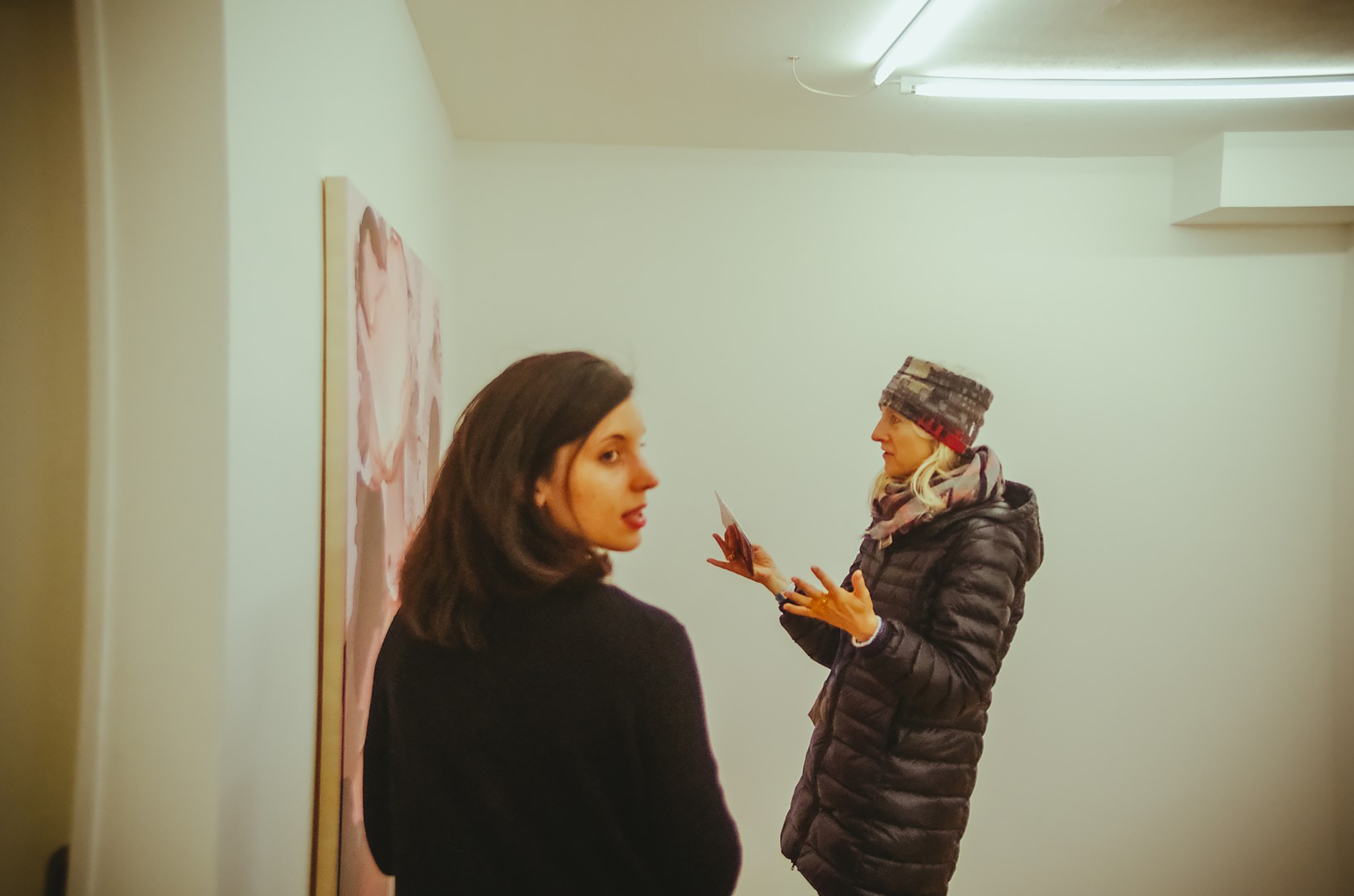 Visiteuse galerie Fatiha Selam ©Rubens Ben (6).jpg