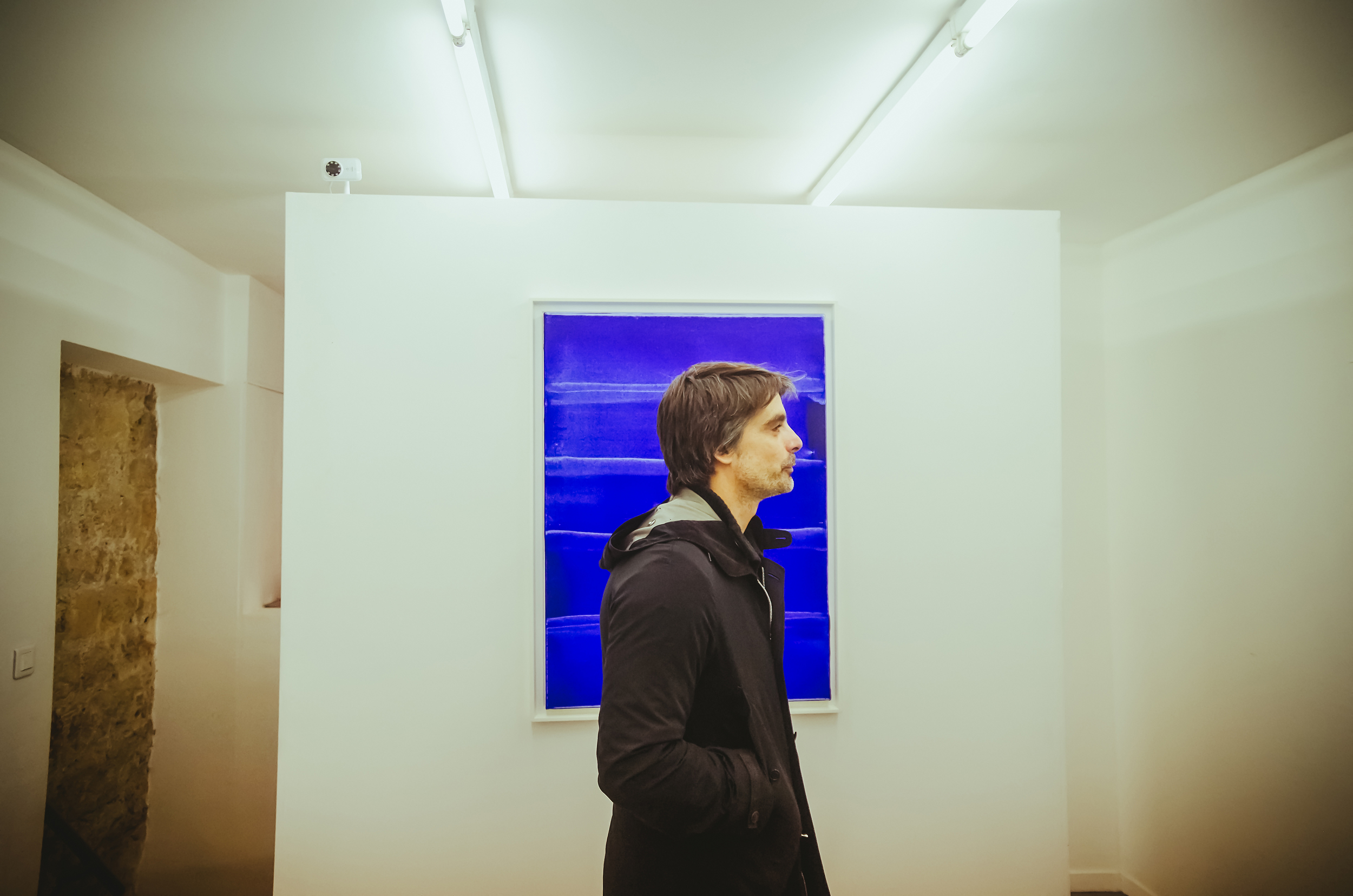 Visiteur attentif Galerie Lebenson - artiste ARNIE © Rubens Ben (21).jpg