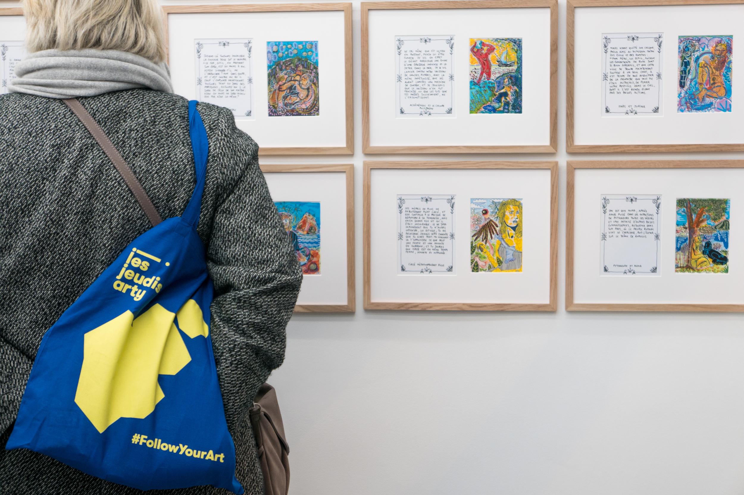 Visiteur à la galerie Gilbert Dufois@Ghizlène Lachachi.jpg