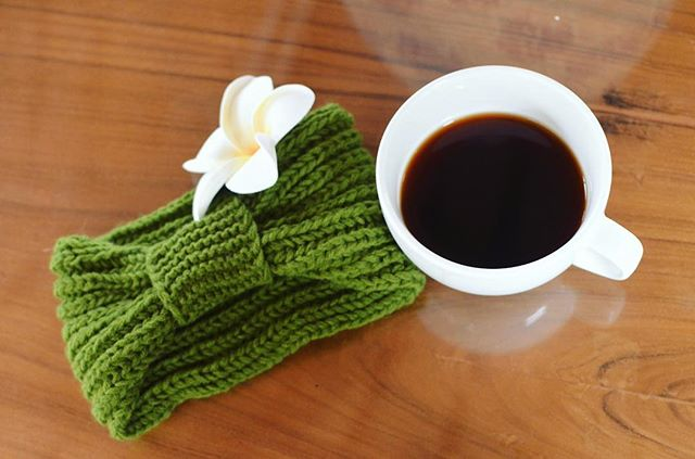 The knit bow headband is available in a variety of styles and colors, and makes for the perfect winter accessory. Not only will it keep you warm and cozy, but your purchase also supports Nepali female artisans and provides underprivileged children with an excellent education. Learn more and choose your favorite style at haushala.com or in our Etsy shop! . . . . . #haushala #haushalacreatives #etsy #handmade #ethicalfashion #styleblog #socialimpact #nepal