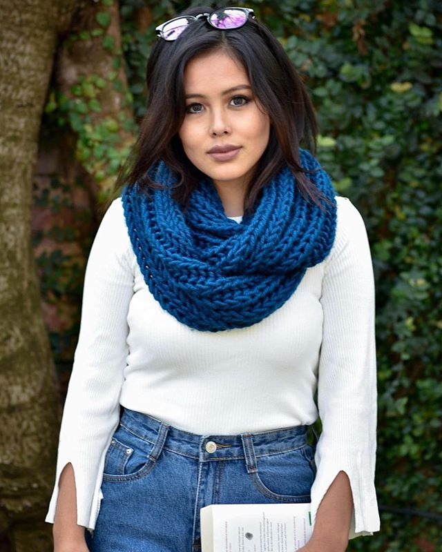 Add a splash of color to any look with the Maya infinity scarf! This cozy, hand-knit scarf can be fashioned in a variety of ways, and like all of our products, half of the proceeds go toward the female artisans who make them, while the other half are donated to Life Vision Academy. Choose yours from dozens of colors at haushala.com or in our Etsy shop 🌈💕 #haushala #haushalacreatives #etsy #handmade #ethicalfashion #styleblog #socialimpact #nepal #scarf #infinityscarf