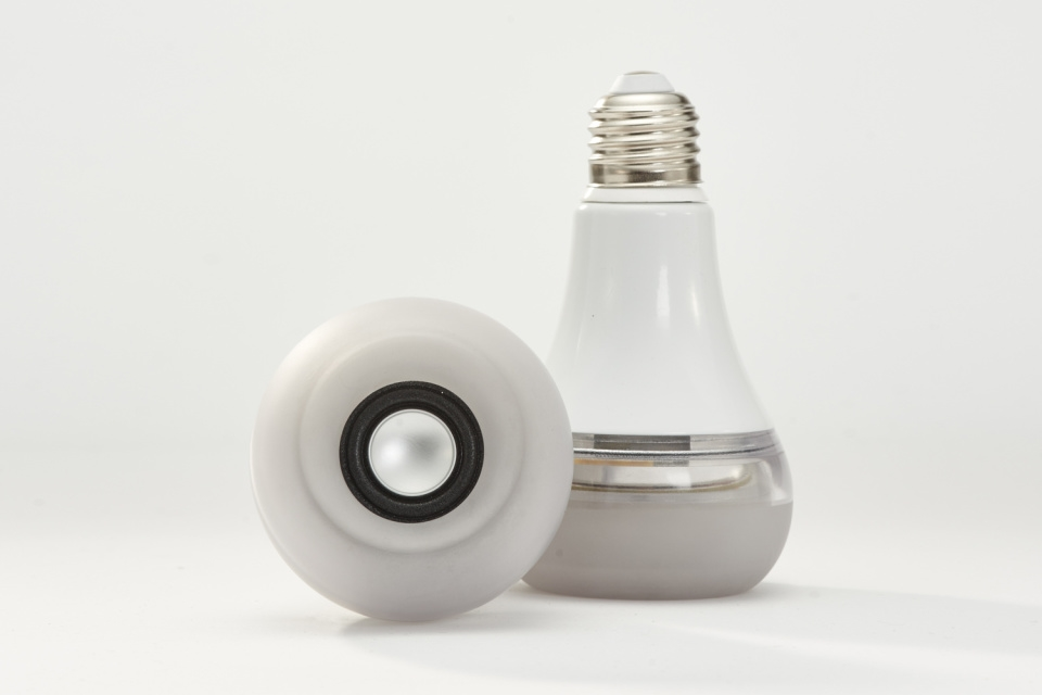 Twist-LED-Bulb-Speaker-04-960x640.jpg