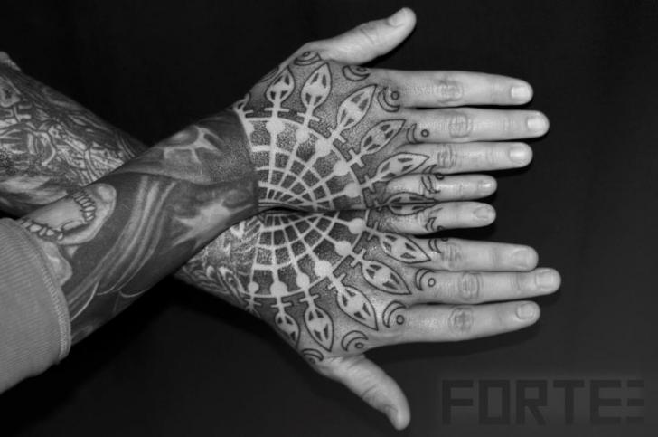 Elegant-Geometric-Tattoo-FT106.jpg
