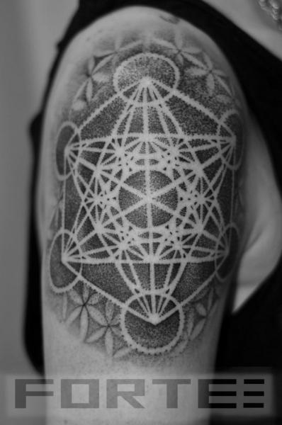 Dotwork-Geometric-Shoulder-Tattoo-5.jpg