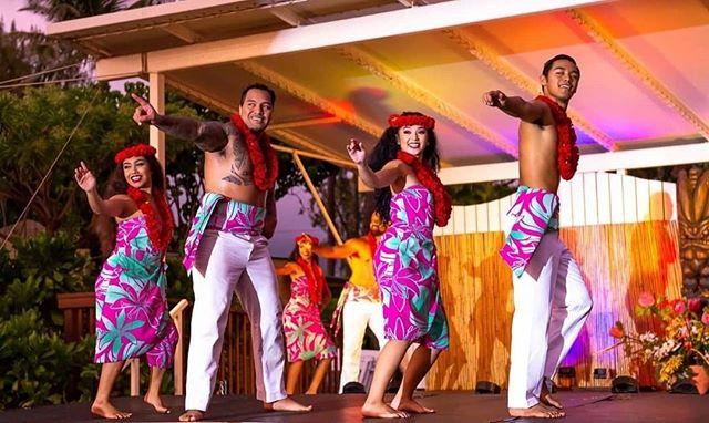 • Hula- I Ali`i No 'Oe • @diamondheadluau • • • #diamondheadluau #luau #maluproductions #hula #IAliiNoOe #Kailani #Lesao #Uluwehi #Keahi #kāne #wāhine #farmtotableluau