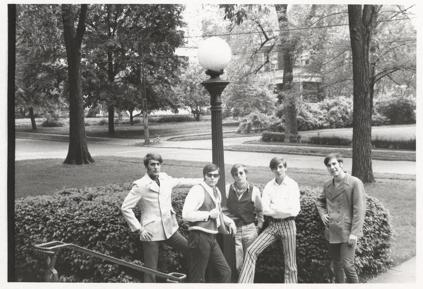 08 - Nobody's Children - Under The Lamp Post - Lloyd, Randy, Tom, Mike & Fritz .jpg