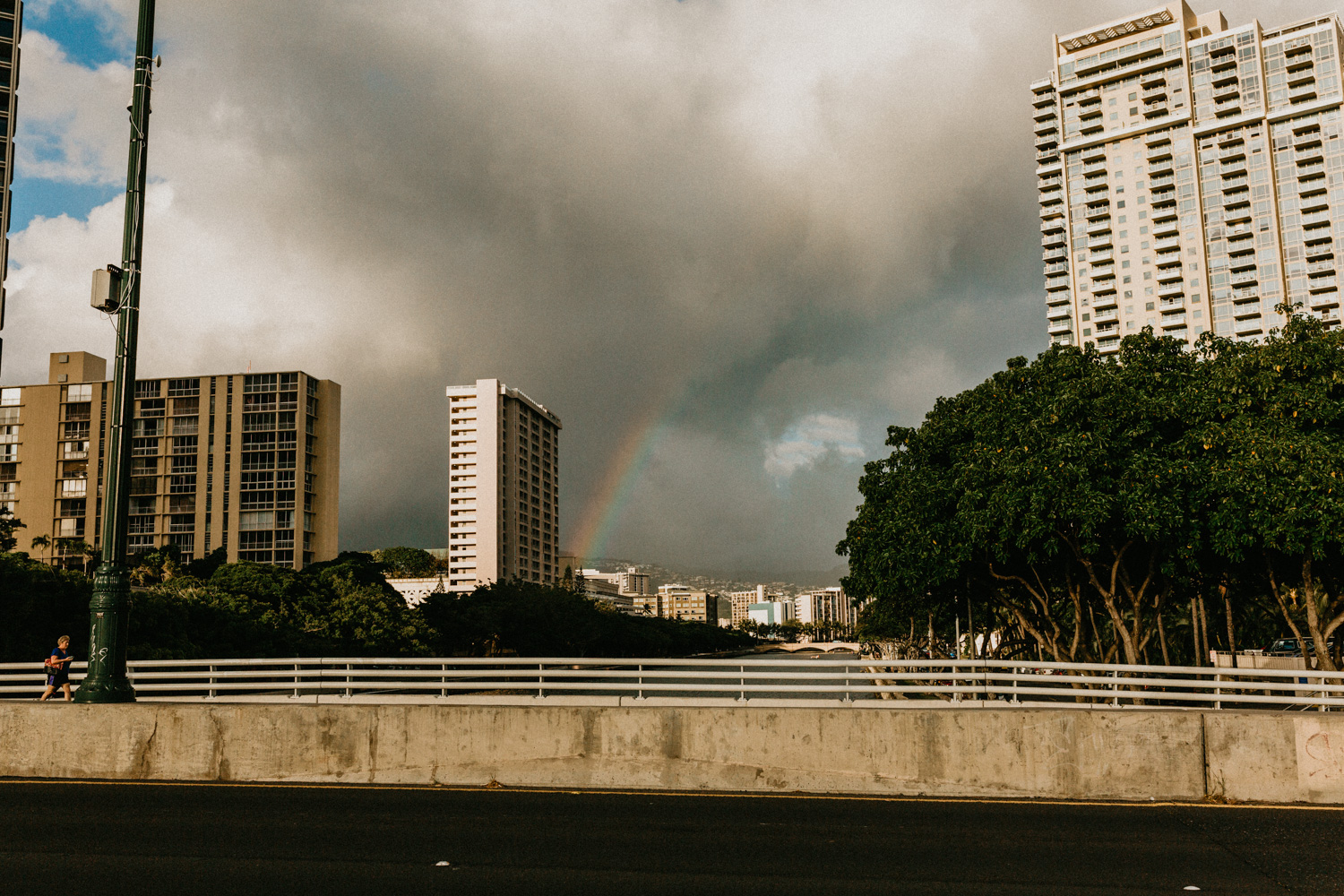 Seriously I expected nothing but rainbow while in Hawaii. You can't blame me as rainbow illustration and pictures are everywhere!