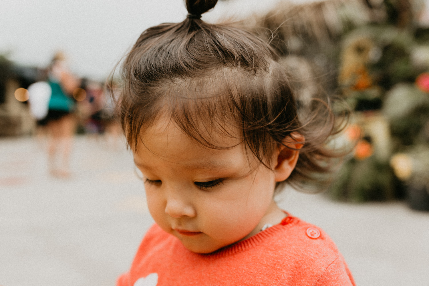 She's definitely my daughter, constantly have stuffs in her hair. Who knows it might be sand, yoghurt, or muesli….