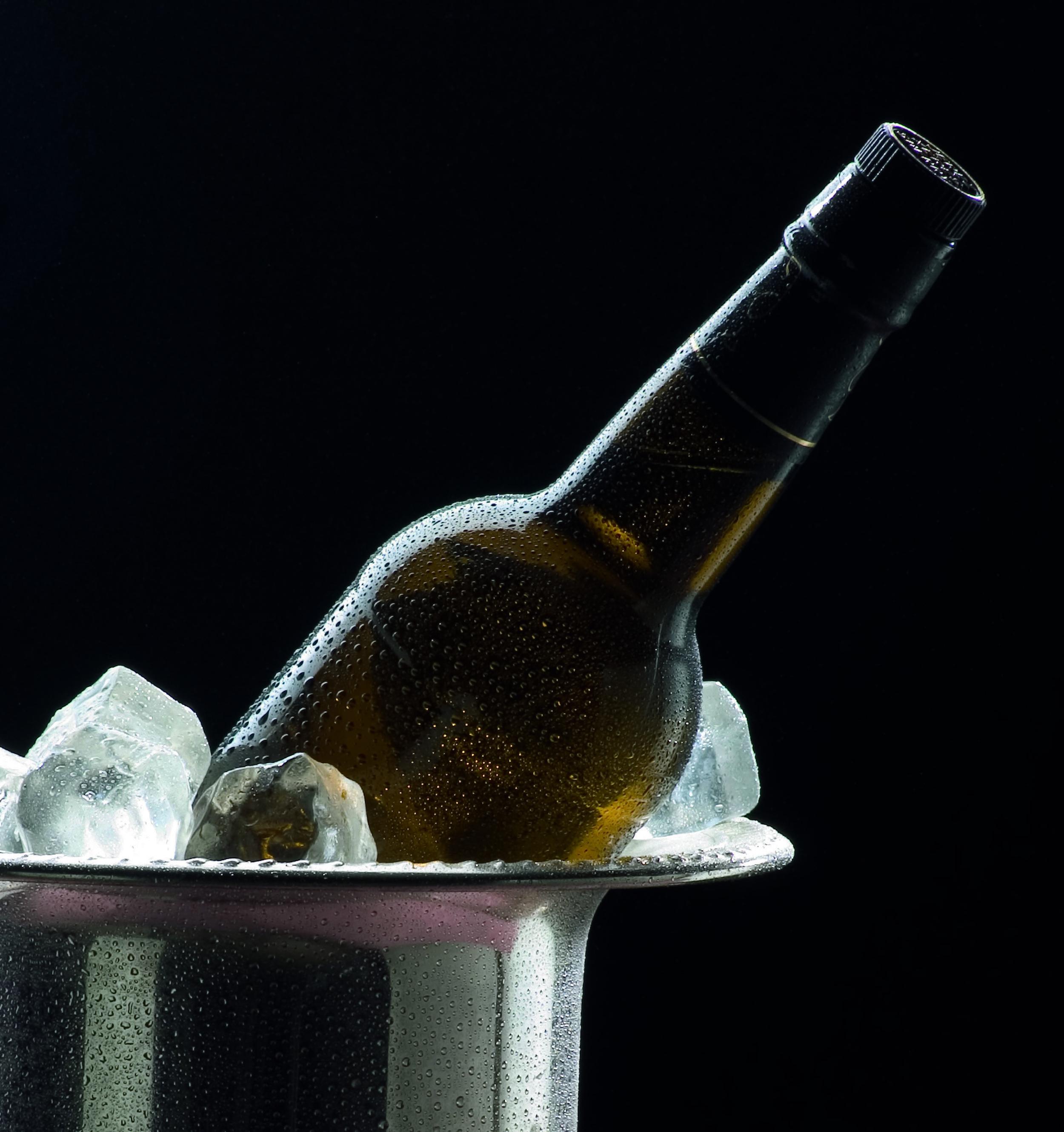 vinos_jerez_sherry_wines_consumo_-_fino_en_cubitera.jpg