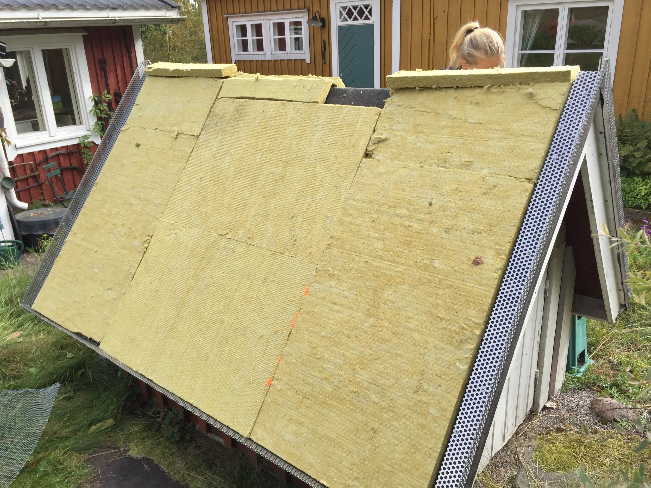 Kesäasunto kaivon katto.