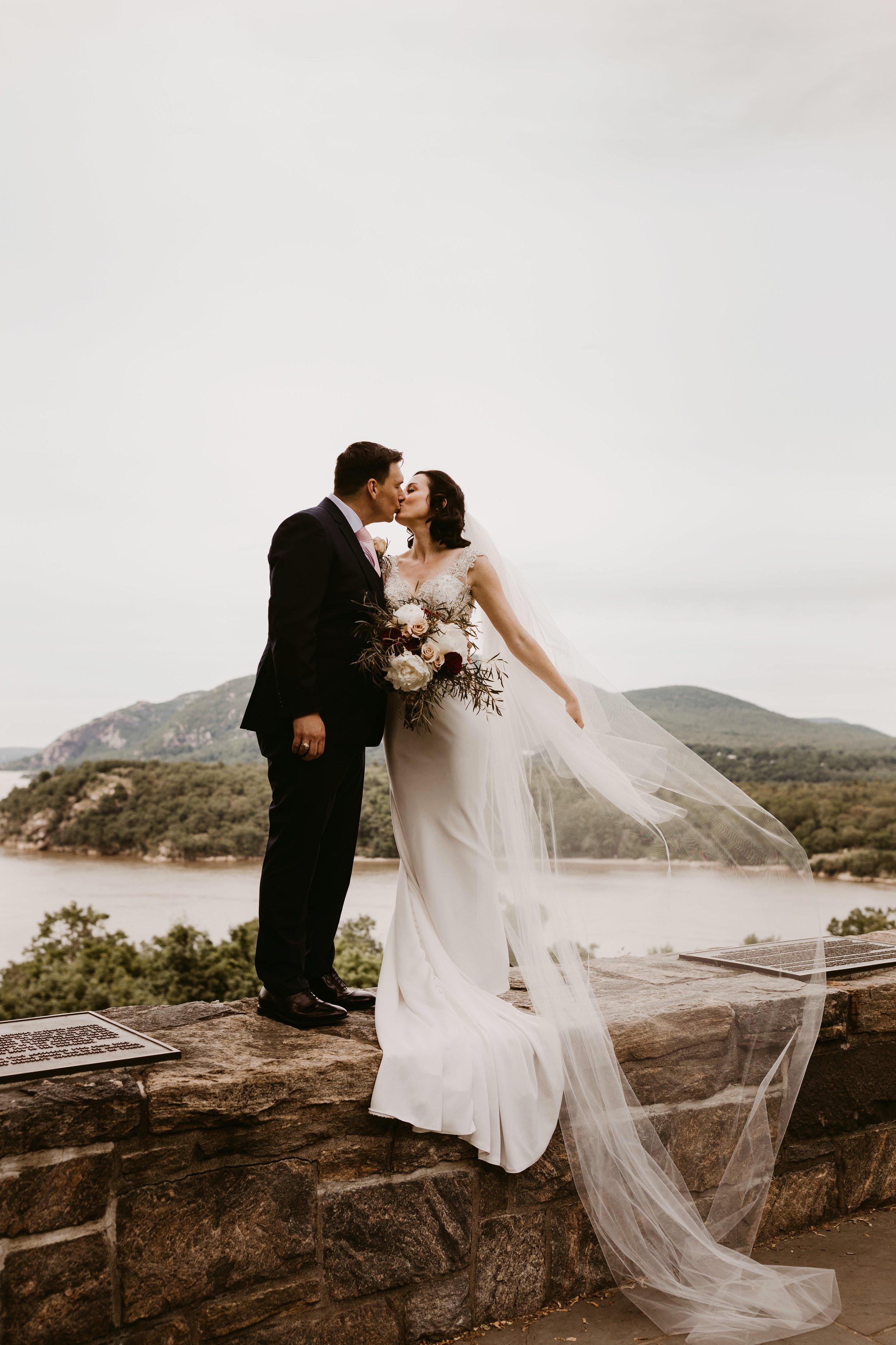 LaurenandAlex-weddingpreviews(9of35).jpg