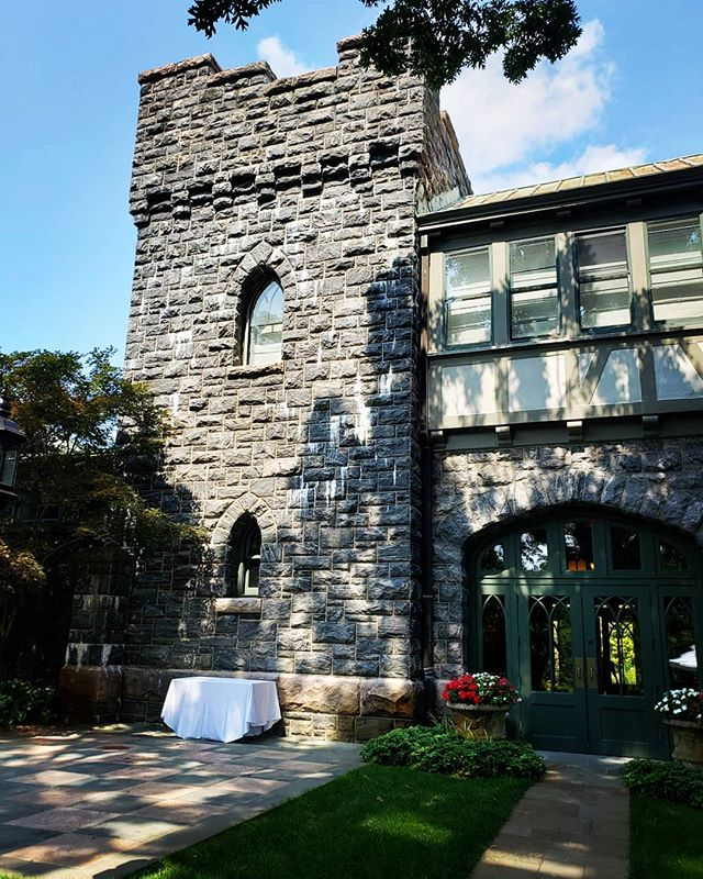 I'm really into castles lately... #nyweddings #weddingday #nyweddingplanner #hudsonvalleyweddings #westchesterweddings #summerweddings #ido #shesaidyes #weddingcoordinator #weddingseason #weddingdecor #weddingdetails #castleweddings #letthepartybegin @castlehotelandspa