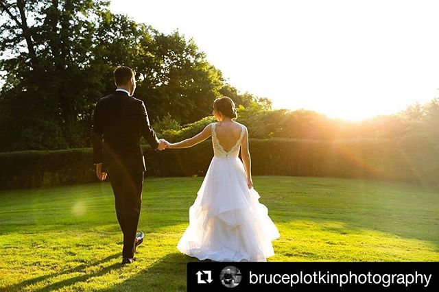 😍 @anabellemakeup @kleinfeldbridal  @palomablancabridal @forever_in_bloom_mt.kisco @foreverinbloommtkisco @bruceplotkinphotography @firstdayfilms @britt_digi_ @blacktie_band  #Repost @bruceplotkinphotography (@get_repost) ・・・ That light, that day, that Hudson River brilliance, on that perfect summer afternoon at  @tappanhill , and the charming and elegant Amanda and John after sharing their vows. Perfection!⁠⠀ ⁠⠀ #tappanhillmansion #tappanhillmansionwedding #abigailkirschattappanhillmansionwedding #abigailkirschattappanhillweddingphotographer #somethingblueny #foreverinbloommtkisco #firdayfilms #kleifneldbridal #westchesterwedding #westchesterweddingphotographer #hudsonriverwedding #newyorkweddingphotographer #brideandgroom #summerwedding #bruceplotkinphotography⁠⠀⁠⠀ ⁠⠀