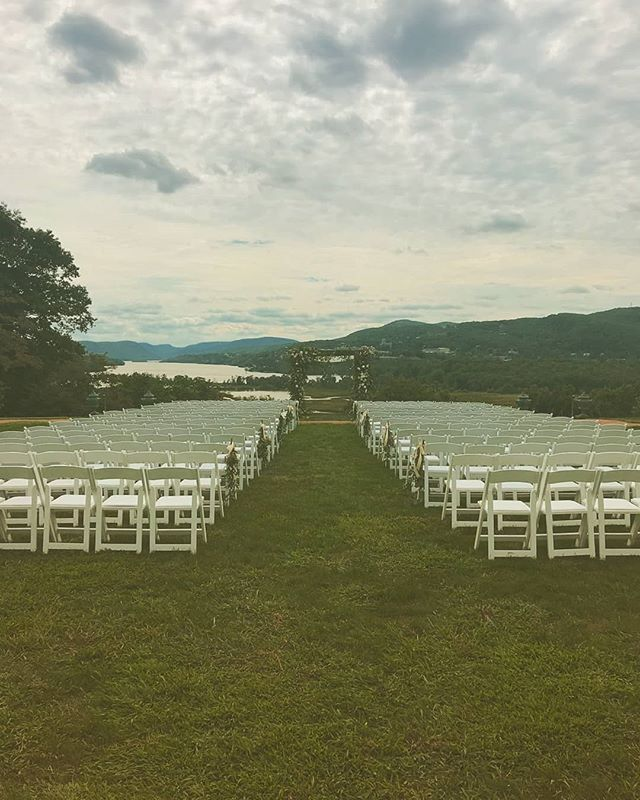 That pre-ceremony view of the Hudson  #weddingweekend #ilovemyjob #weddingseason #hudsonvalleyweddings #hudsonriver #nyweddingplanner #westchesterweddings #summerweddings #labordayweekend #weddings #outdoorweddings #ceremony #thatview #river