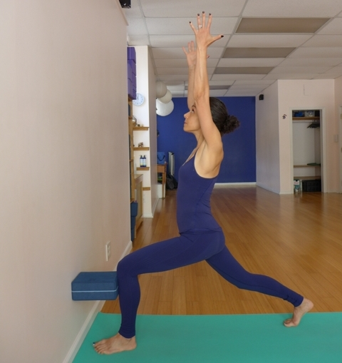 7. LUNGE AT THE WALL WITH BLOCK UNDER KNEE