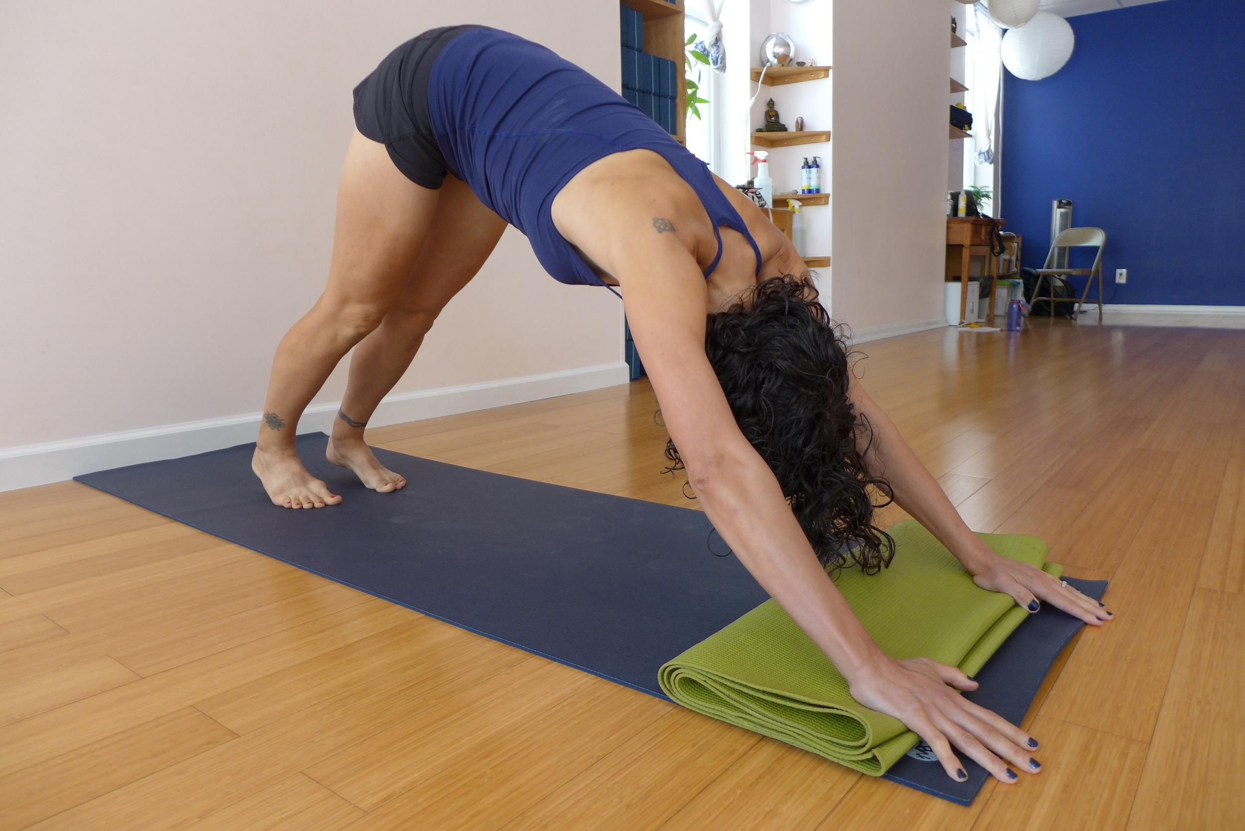 Down dog, alternate hand placement, version 2. In this one, place the heels of your hands and your knuckles on the mat, Have your fingers and finger tips off the mat. This is a good version if you have a hard time getting your fingertips and knuckles on the floor.
