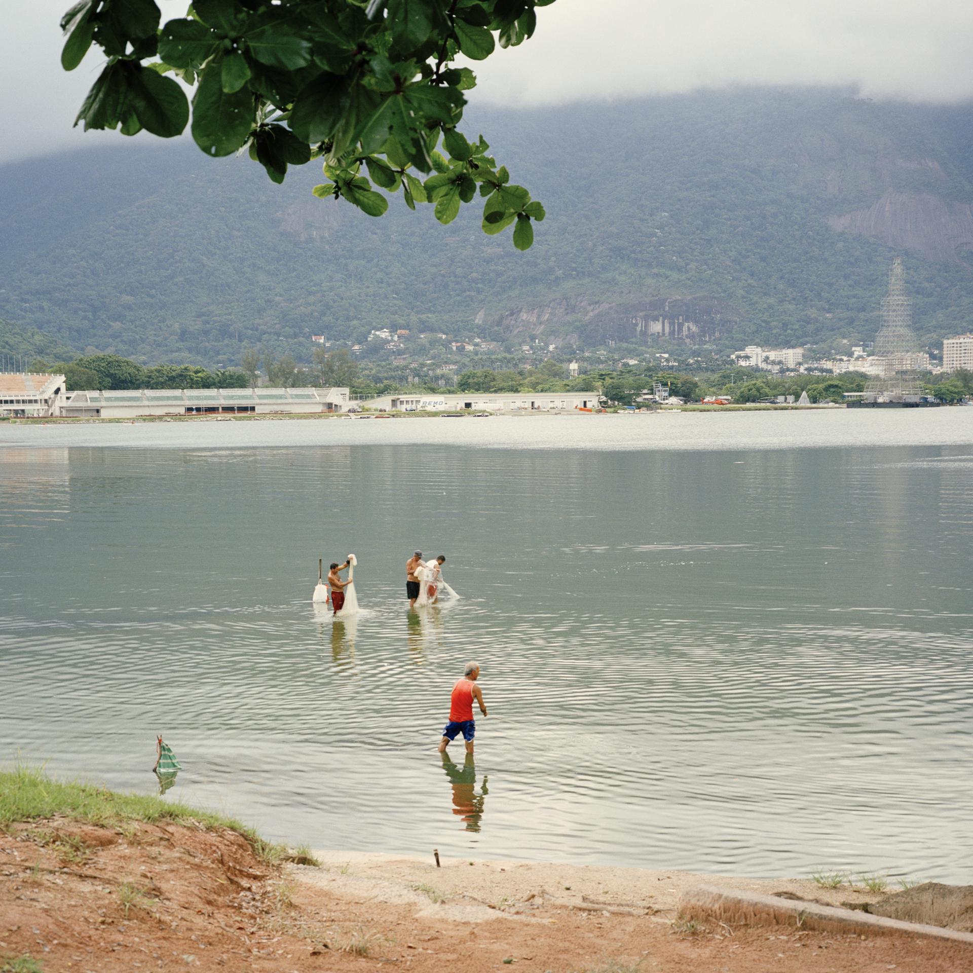 Net fishing in Lagoa Rodrigo de Freitas.