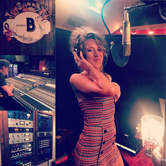 Shots from yesterday's session @soundemporiumstudios with @jessicasweetman 🎵🎶