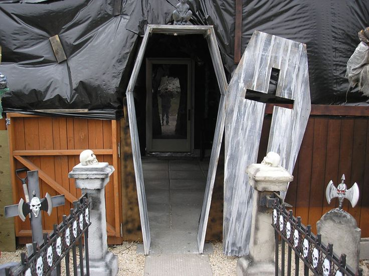 5c7e5b05a204e3d5052ee4e571bf1871--halloween-coffin-halloween-stuff.jpg