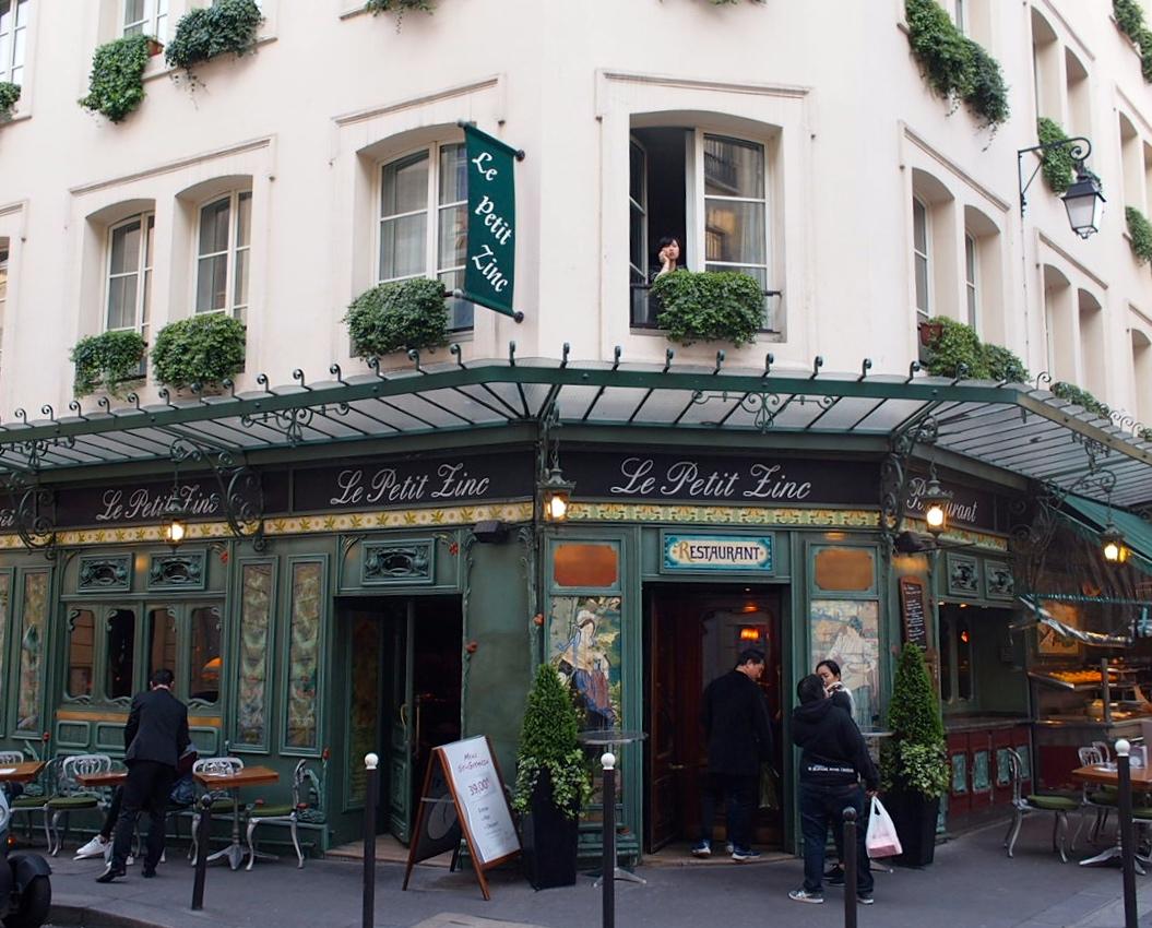 Could this café be any cuter? Saint-Germain-des-Prés