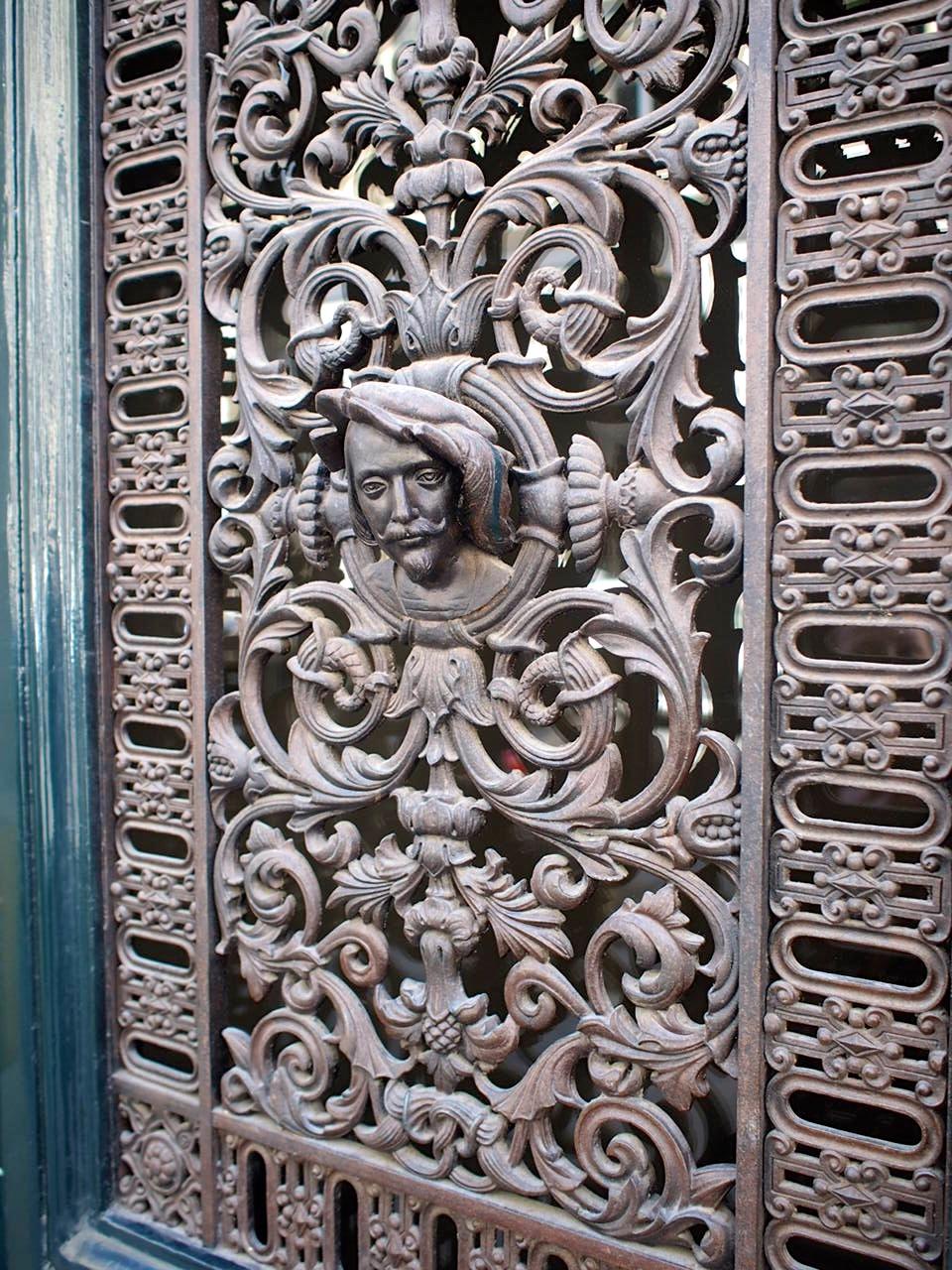 just a door in the neighborhood, Saint-Germain-des-Prés