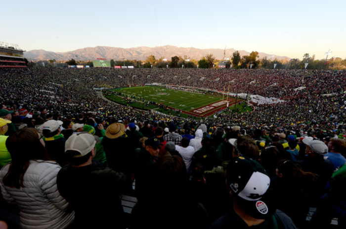 The scene at last season's Rose Bowl. Who will rep the Pac in Pasadena in 2016? (photo by Kevork Djansezian)