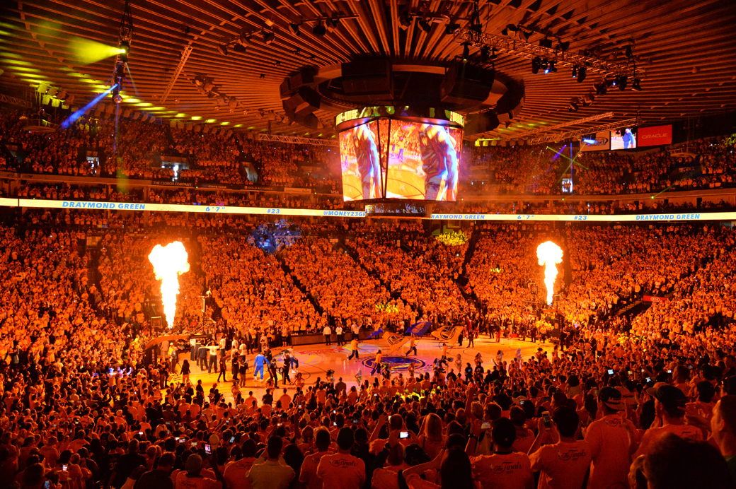 """Will the Warriors be able to duplicate the energy inside """"Roaracle"""" if and when they move to SF? (photo by Jesse D. Garrabrant)"""