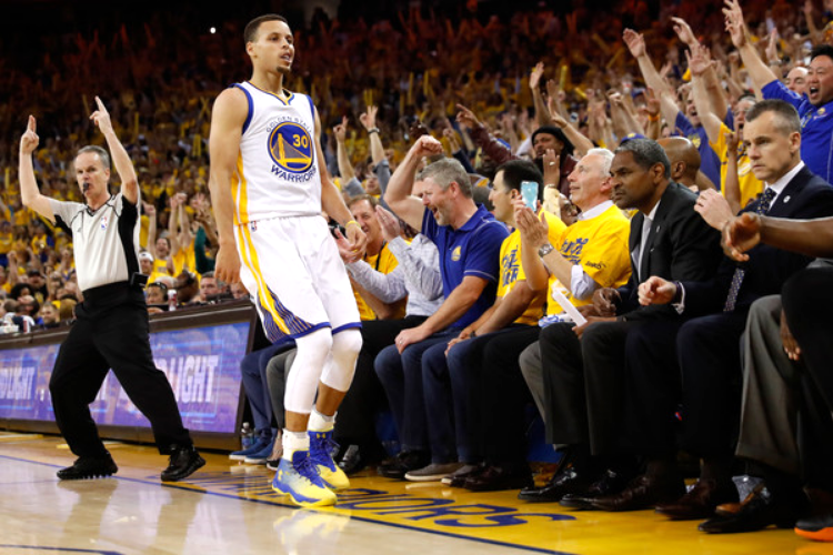 Steph scored 15 straight points in less than two minutes on Wednesday. (photo by Christian Petersen)