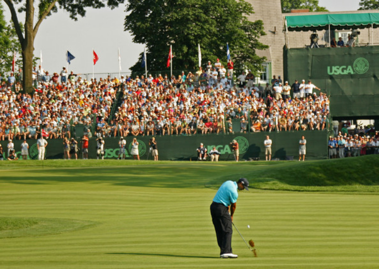 Tiger Woods approaches the 18th green at Pennsylvania's Oakmont Country Club in 2007. The U.S. Open will return to the challenging Oakmont track in 2016.(photo by Sam Greenwood)