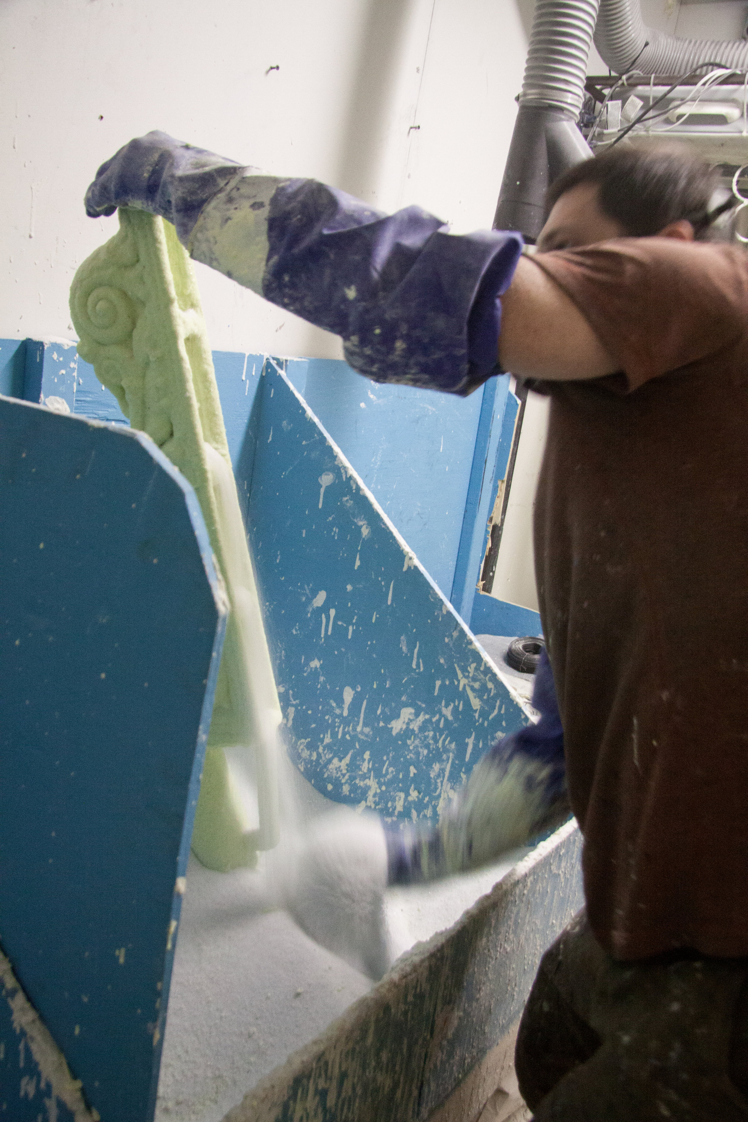 Flouring the dipped mold.