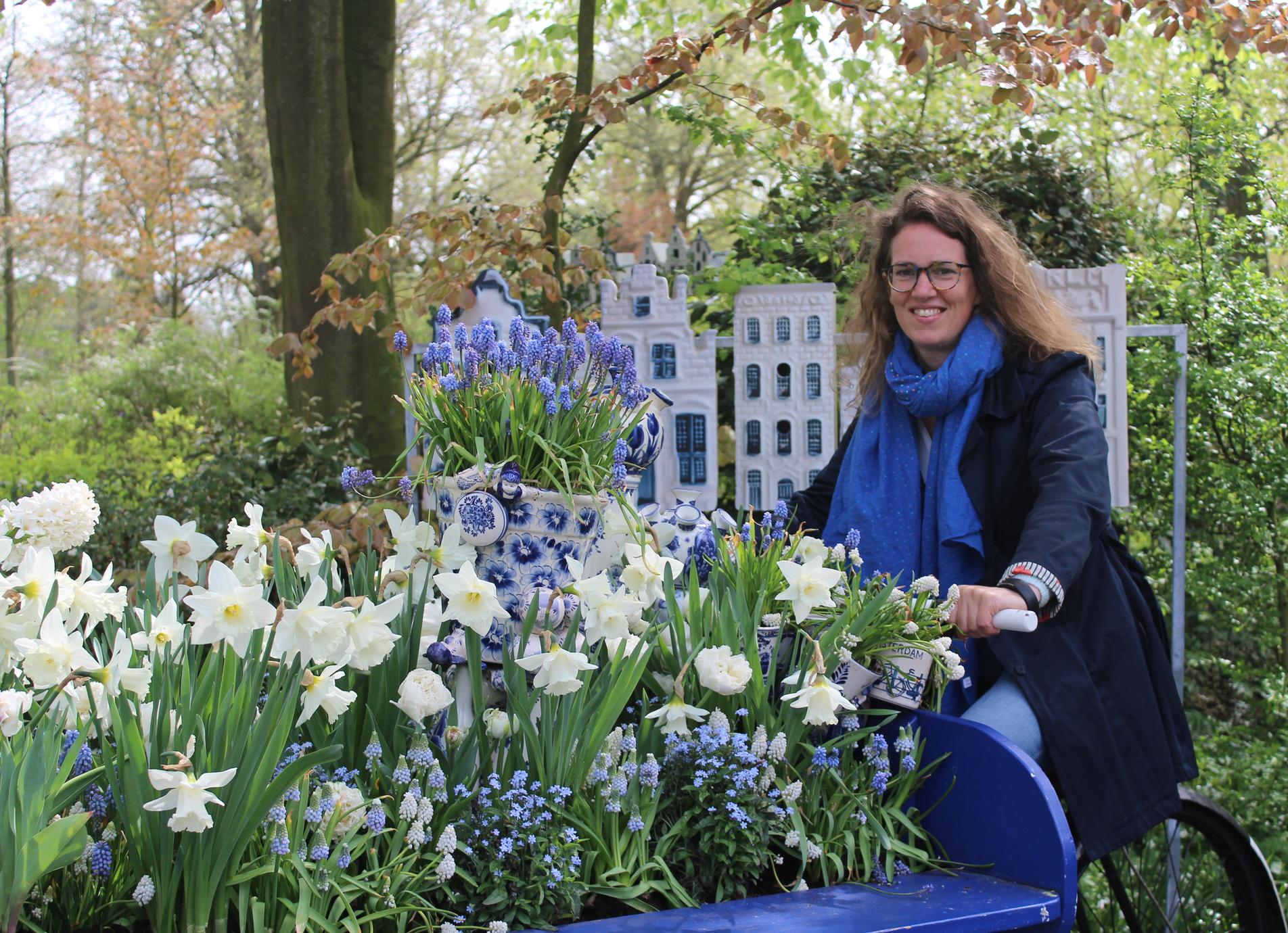 Op de fiets in de Delfts Blauw Garden. Hartstikke heerlijk Hollands!