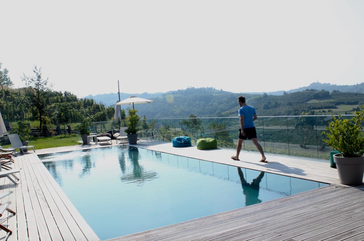 qb apartments pool.png
