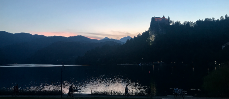 Bled by night.