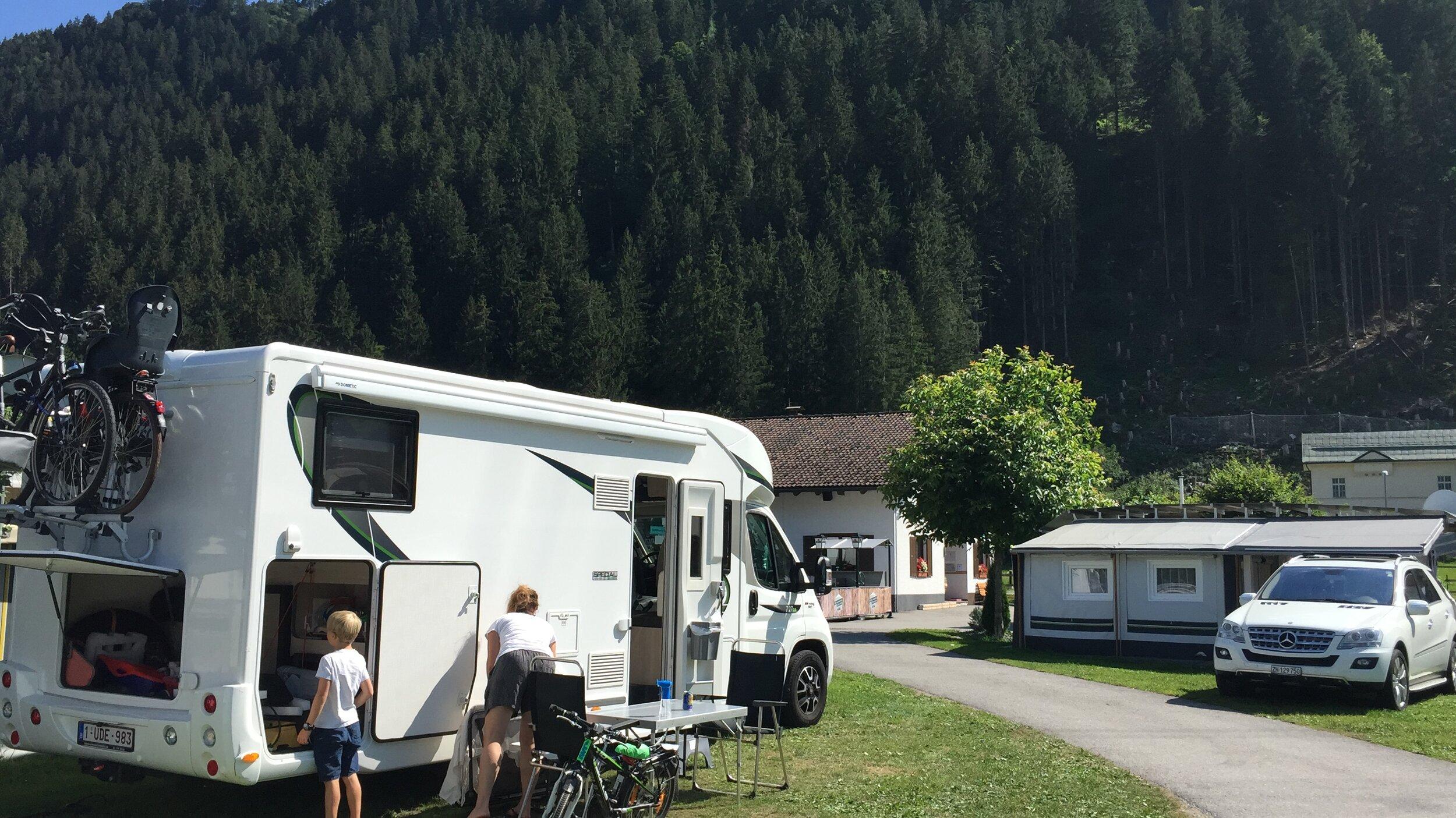 Op de camping in Tschagguns/Schruns waar er gelukkig nog één plekje was.