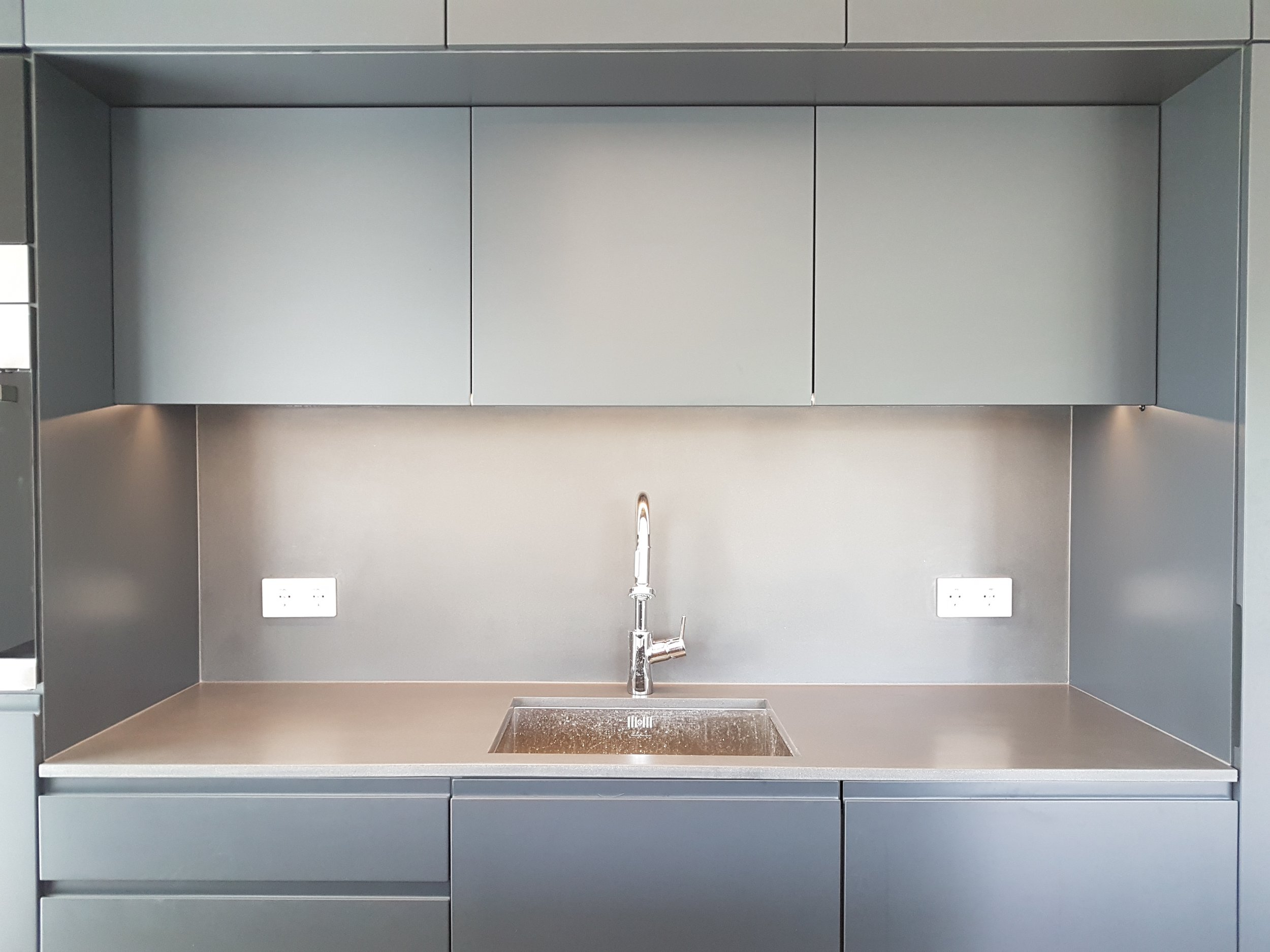 Kitchen worktops and sinks  We are able to produce kitchen tops from 10 to 200 mm in thickness. Maximum slab lenght depends on project and concrete type but can be over 4 meters. We have many sink molds ready-made at your kitchen project. Please see the table of sink mold measures  here!