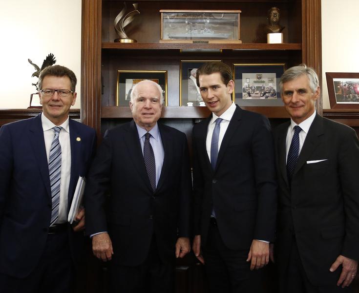 Arbeitsbesuch Washington. Bundesminister Sebastian Kurz trifft US Senator John Mccain. Washington, 04.04.2016. Bild: Dragan Tatic