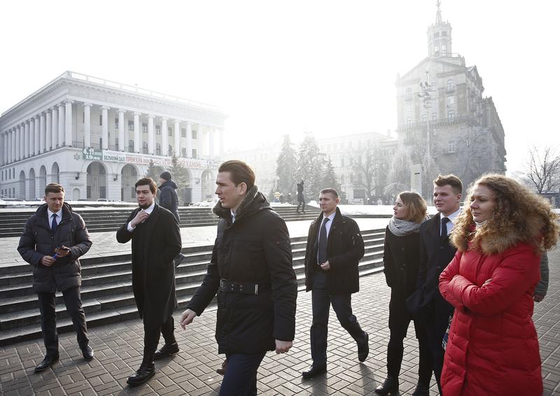 """Treffen mit Vertretern der """"Youth Contact Groups"""" am Maidan. Photo: Dragan Tatic"""