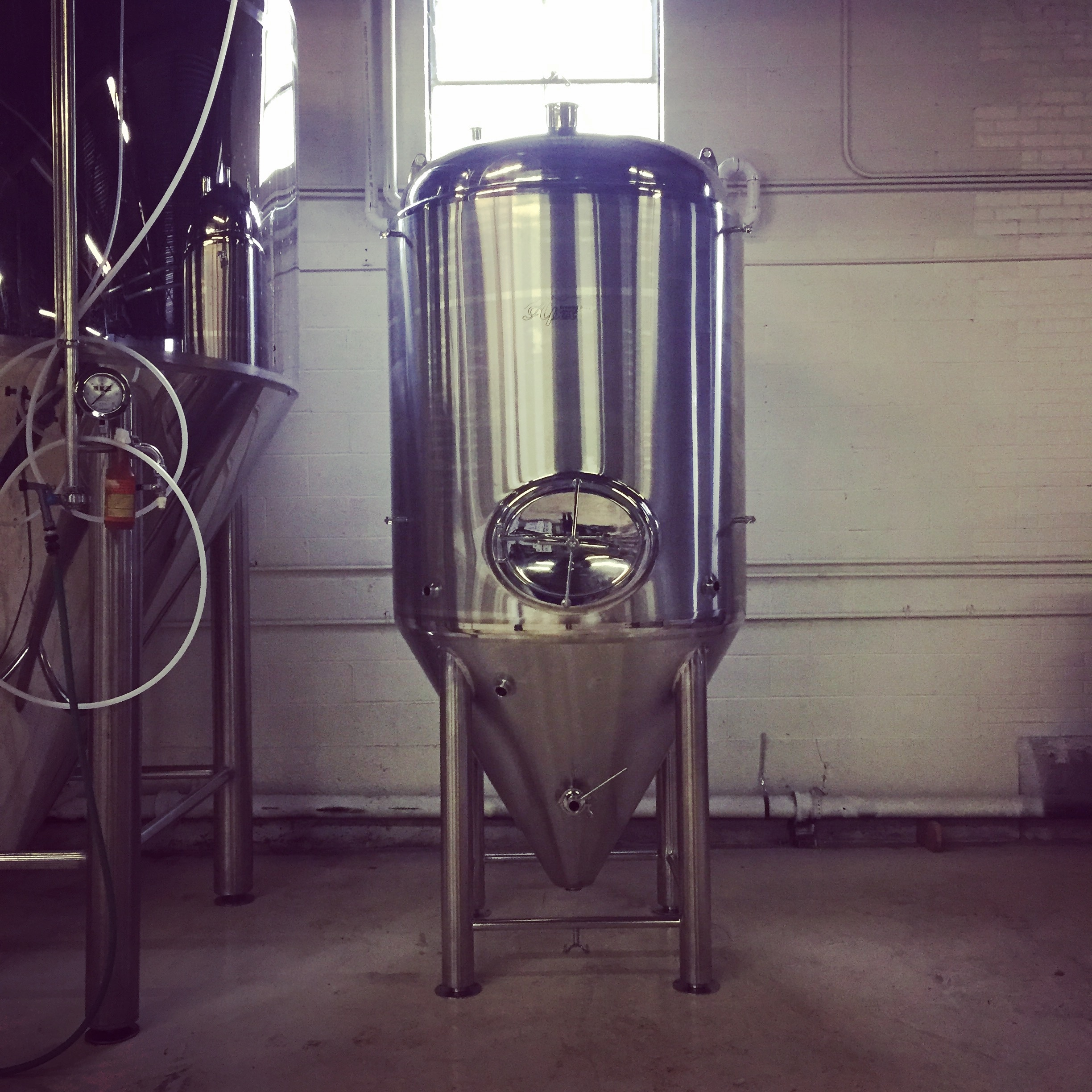 The first ship has landed. Our new 15bbl fermenter.
