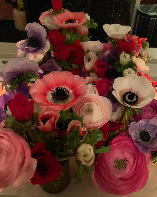 Anenome and ranunculi LOVE @misterjius 🌸🌿🌸🌿🌸🌿 #flowergirl #misterjius