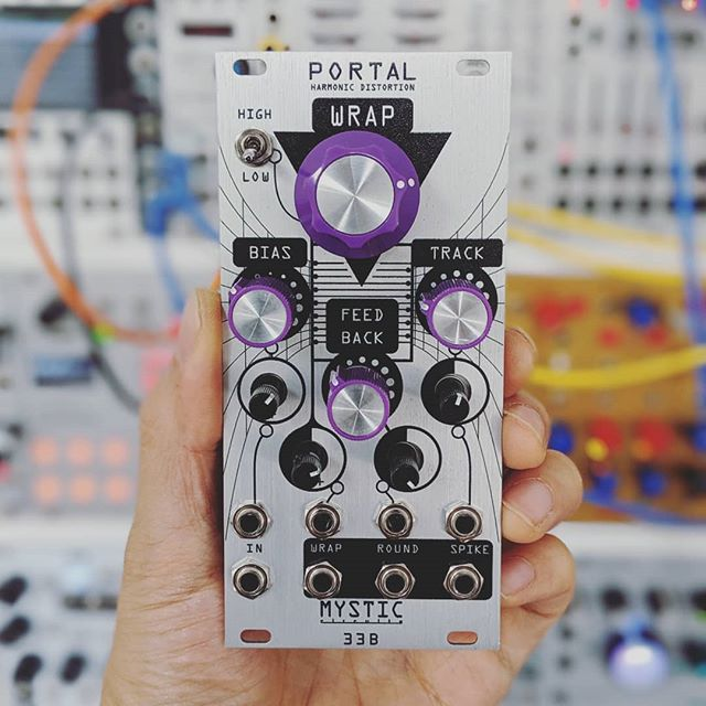 Thanks Eli @mysticcircuits for sending me Portal to check out! Swipe through to hear it on a weird glitch beat.  The Round output is closest to the original signal, a bit of fuzz. Spike is all crispy and crunchy, been finding it great for tops. And Wrap is just like...we broke the universe, a black hole is eating another black hole, byeeeee 💀
