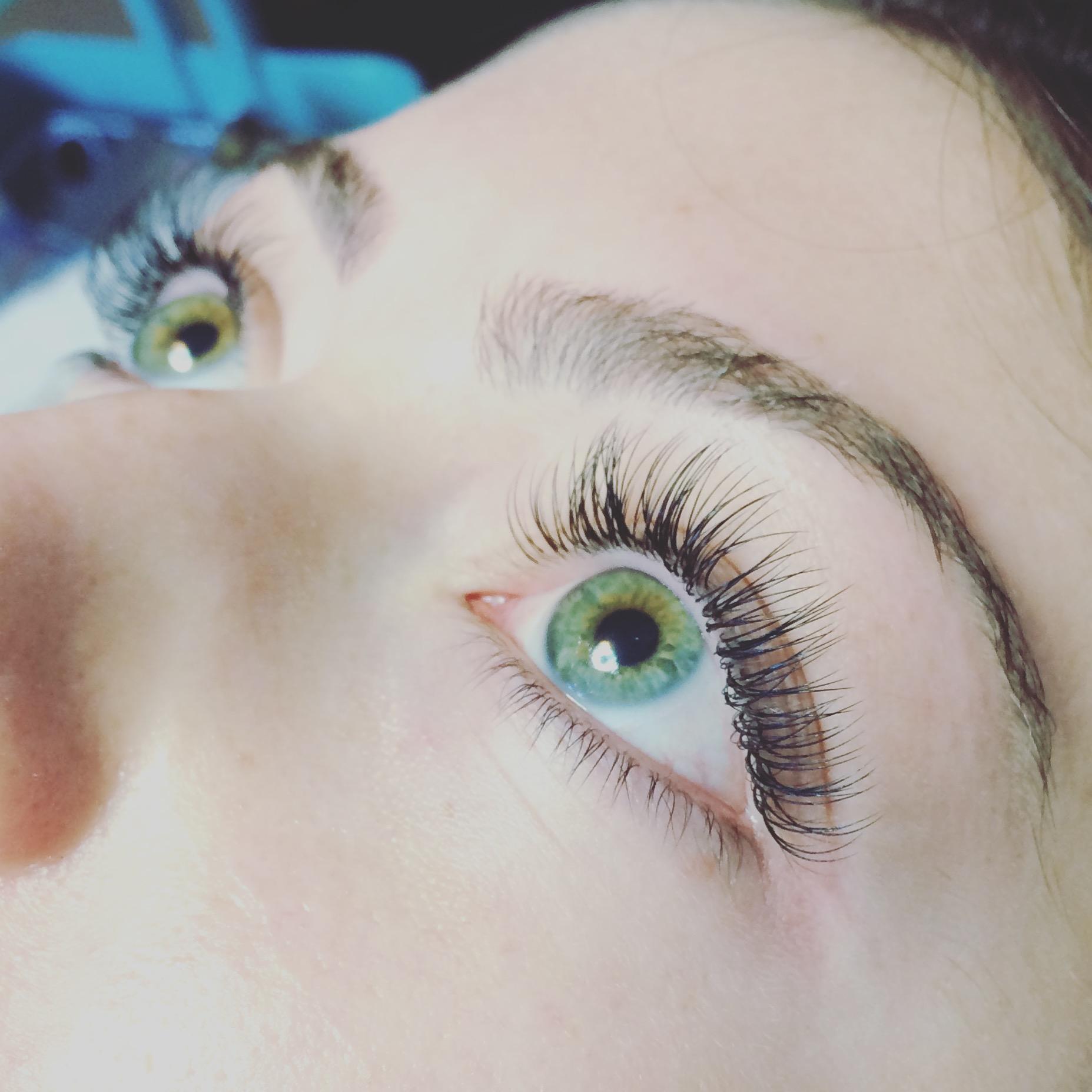 Classic eyelash entensions