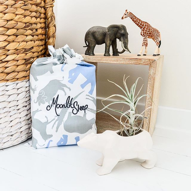 FYI, all our sheet and doona cover sets come packaged plastic-free in these handy fabric bags. Awesome for gift giving, plus they're re-useable!  I've loved hearing how these bags have been re-used... my fav re-uses have been to store socks and undies in when travelling, for stashing treasures and as a dolls sleeping bag! 😍  Sweet Dreams in Organic Cotton xxx