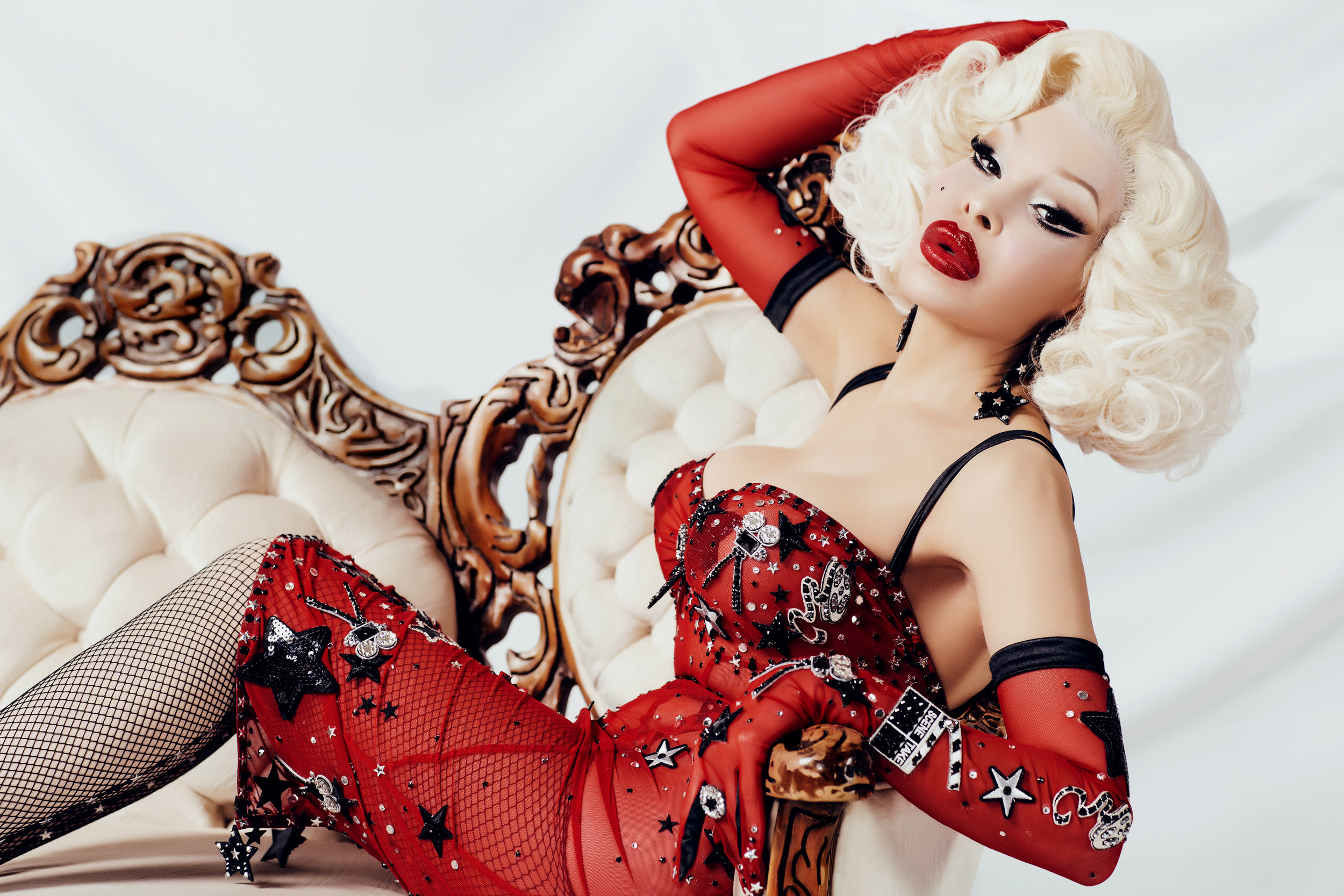 amanda_lepore_by_celebrity_photographer_gia_goodrich_for_pica_meta_gala_drag_icon_portraits_lg_001.jpg