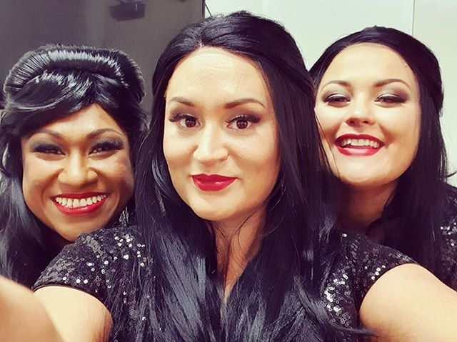 👩🏻👩🏻👩🏻 Sisters are doing it for themselves! Just before going on stage for Act 2! 🤩✨ #sisters #respect #respectshow #vocalistsofinstagram #aretha #arethafranklin #queenofsoul #sisterslove👭
