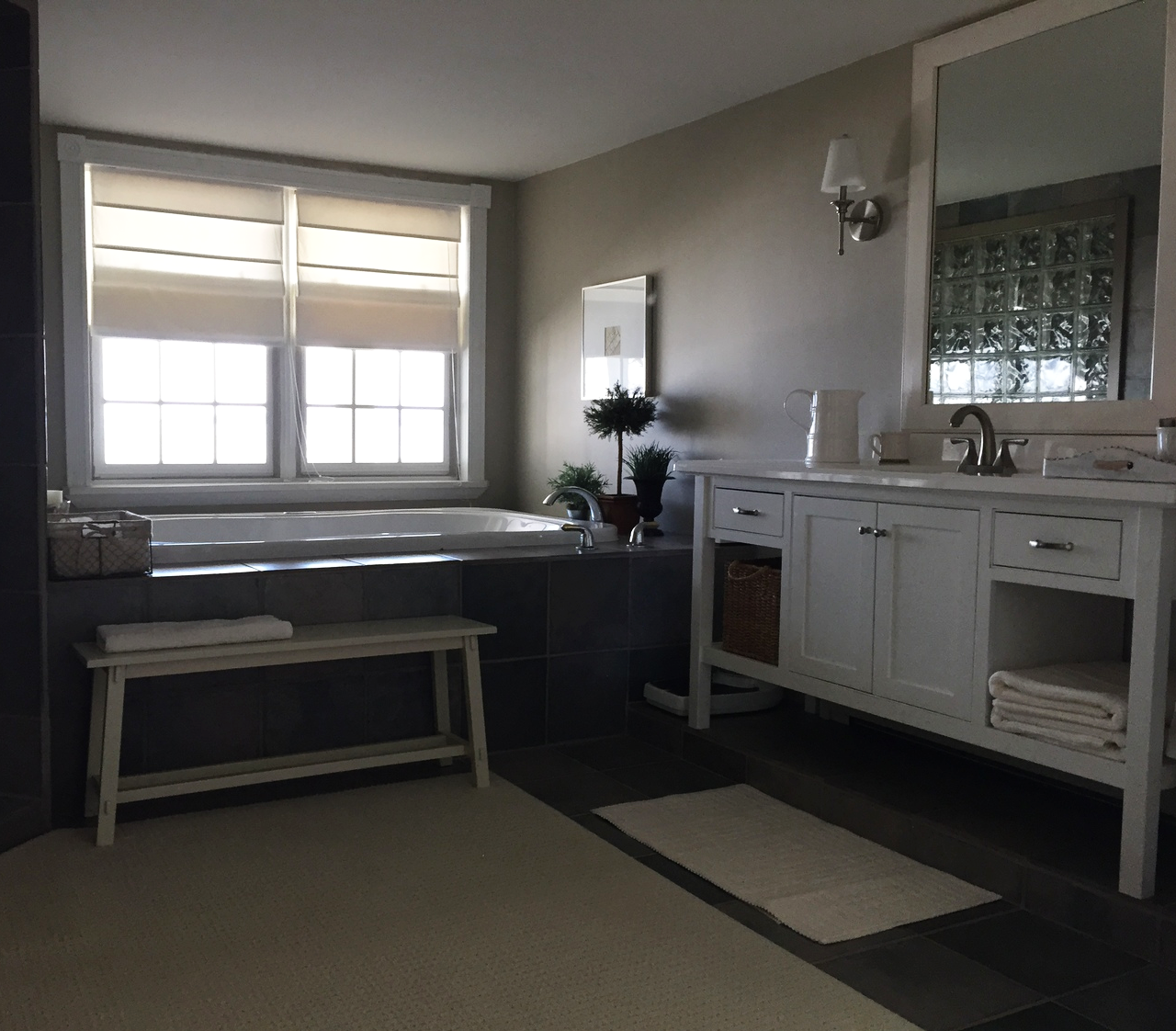 Lakefront Bathroom Suite | Cumberland Head NY