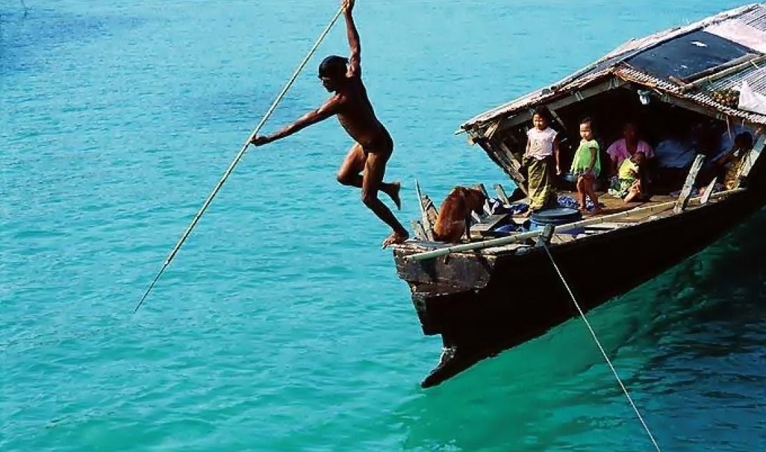 Sea-Gypsies 05.jpg